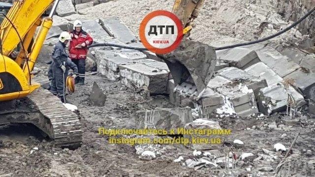 В Киеве под обвалом на стройке погиб мужчина