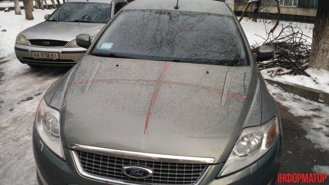 Кровь на машинах и домах. Фото: informator.news