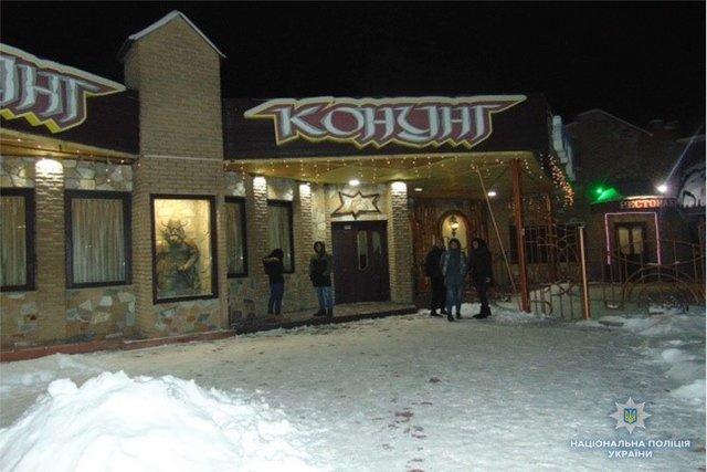 В киевском ресторане мужчине порезали шею бритвой, фото-2