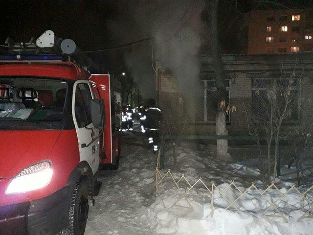 В Киеве горела школа, есть пострадавшие, фото-1