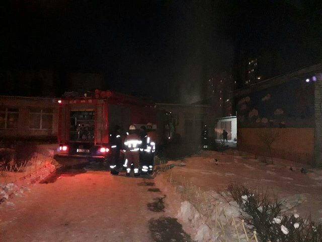 В Киеве горела школа, есть пострадавшие, фото-4