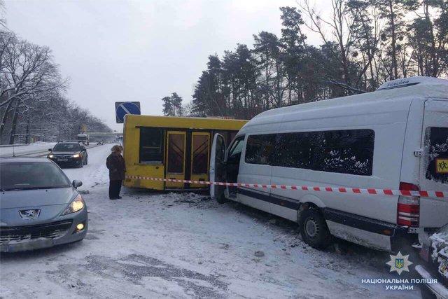 ВКиевской области врезультате ДТП перекрыта международная дорога