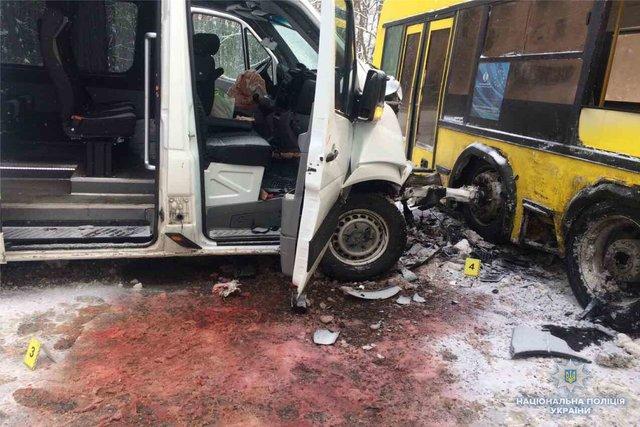 ДТП под Киевом: микроавтобус сдетьми протаранил автобус, есть пострадавшие