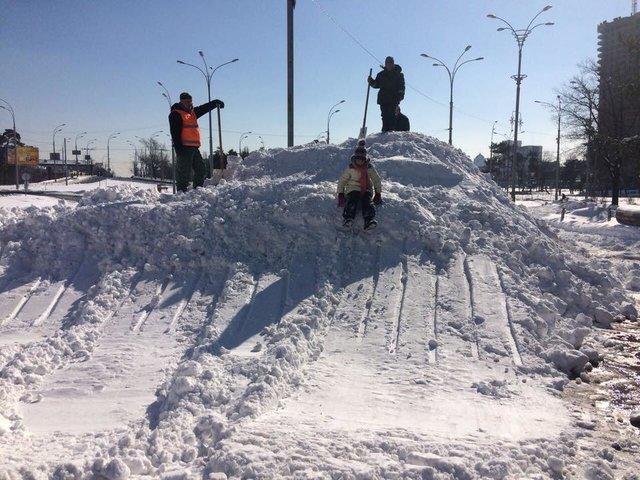 ВКиеве отсосулек пострадали 8 человек— Первые жертвы льда