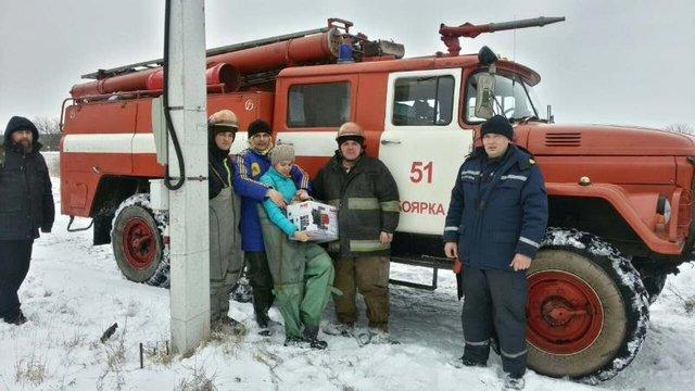 Под Киевом село сковало льдом, cотрудники экстренных служб эвакуировали людей