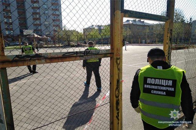 Наспортивной площадке вДнепровском районе столицы Украины произошел взрыв