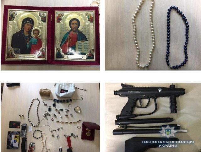 У парней нашли оружие и похищенные вещи. Фото: kv.npu.gov.ua