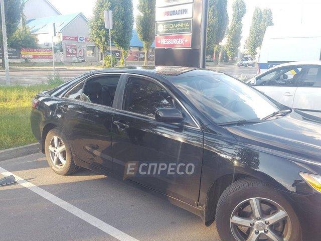 ВКиеве неизвестные расстреляли автомобиль иотобрали 2 млн. гривень