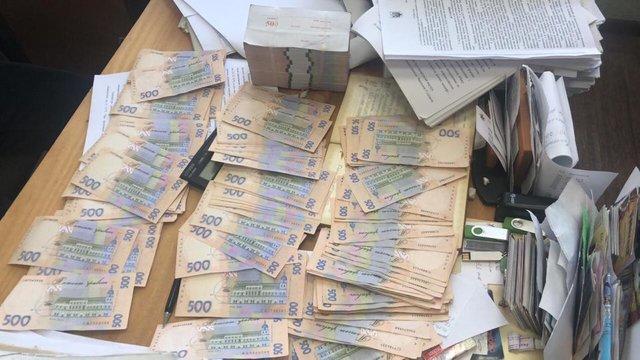 ВКиеве чиновник добивался 650 тыс. грн за«хорошую» экспертизу асфальта