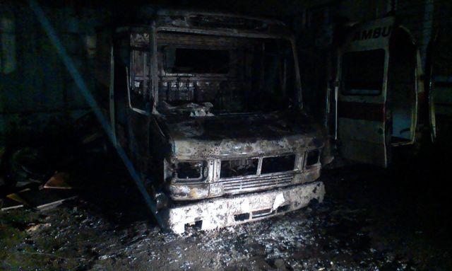 ВКиеве сгорели две машины скорой помощи