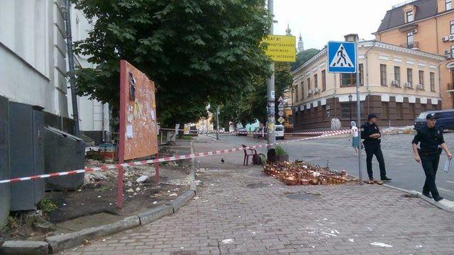 ВКиеве часть здания рухнула налюдей