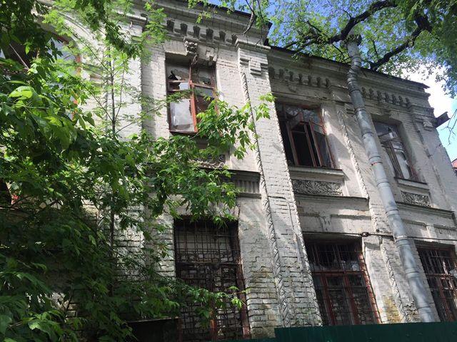 ВКиеве около детского заведения обрушился старый дом