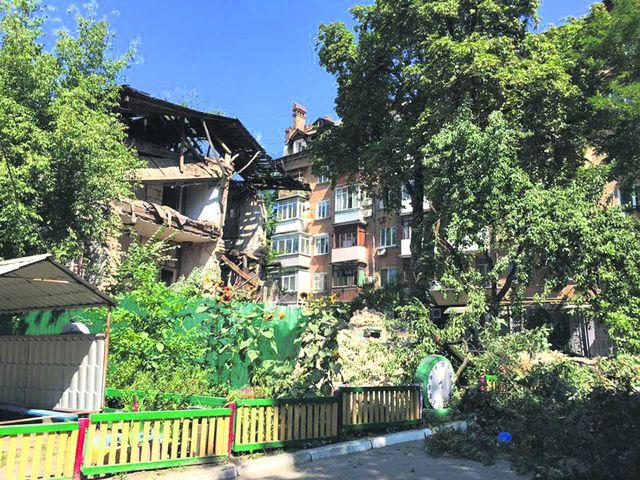 ВКиеве возле детского учреждения обвалился выселенный дом, пострадавших нет