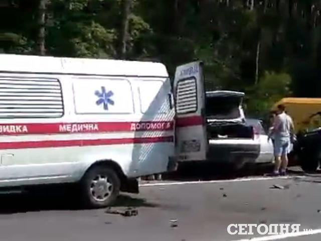 ВКиеве в итоге смертоносного ДТП легковую машину разорвало пополам