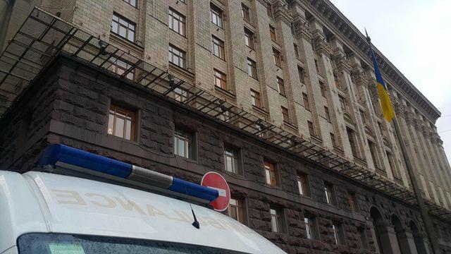 НаКрещатике свысоты 70 метров упал рабочий— Несчастный случай