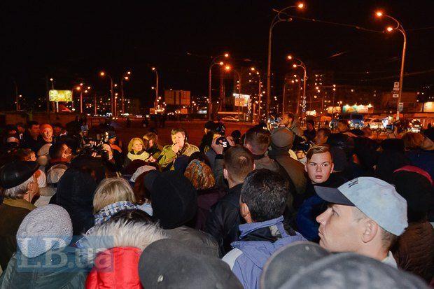 Автомобиль протаранил толпу активистов, митинговавших против стройки на«Героев Днепра»