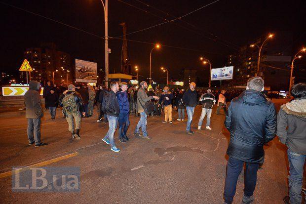 НаГероев Днепра втолпу протестующих въехала машина