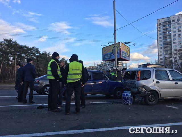 Отказали тормоза: вКиеве грузовой автомобиль устроил масштабное ДТП