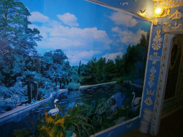 Почти Версаль: вКиеве пенсионер превратил подъезд дома внастоящий музей