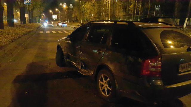 Масштабное ДТП спогоней истрельбой случилось вКиеве, ранен полицейский