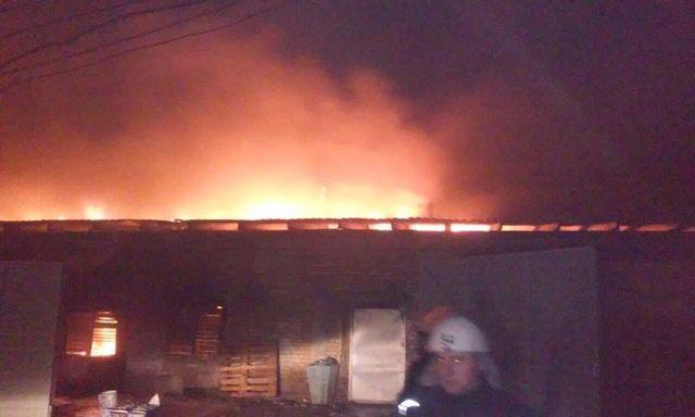 Сверепый пожар назаводе спровоцировал взрыв иобвал