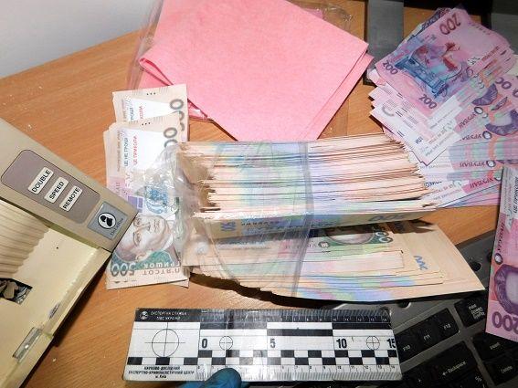 ВКиеве милиция задержала владельца фальшивых обменников, который похитил 20 тысяч долларов