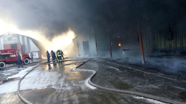 Пламенеют склады содеждой ихимией 6— Масштабный пожар