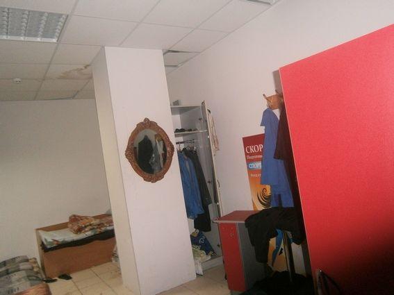 ВКиеве 30 мужчин разгромили кабинет вТЦ