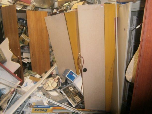 ВКиеве наДарнице 30 неизвестных разгромили кабинет