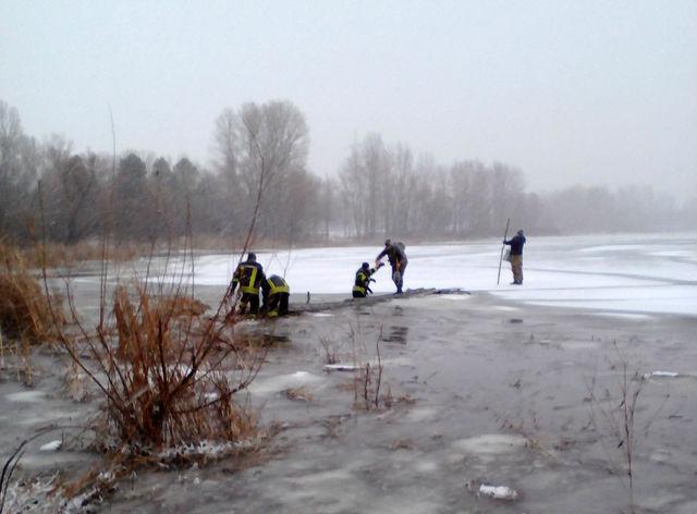 Под Киевом шестерых рыбаков забрало нальдине, ведется спасательная операция