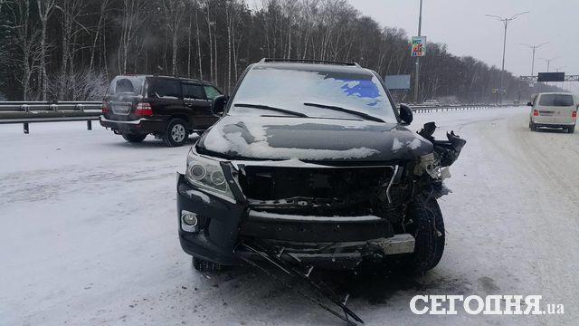 Набориспольской трассе случилось масштабное ДТП сучастием 5 авто