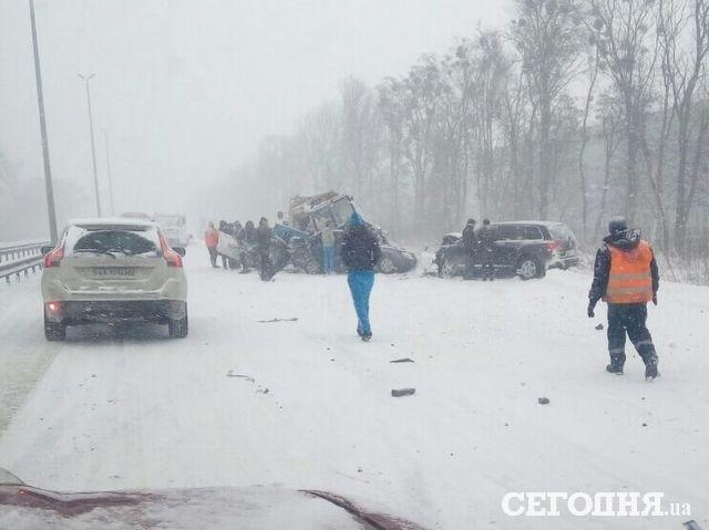 Вмасштабном ДТП вЖитомирской области столкнулись 17 авто