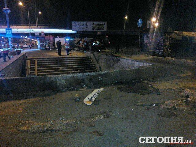 ВКиеве нетрезвый шофёр пытался заехать настанцию метро «Харьковская»