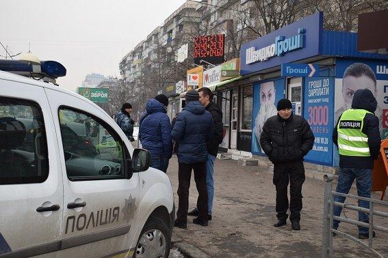 Серийного нападающего накредитные заведения задержали вКиеве