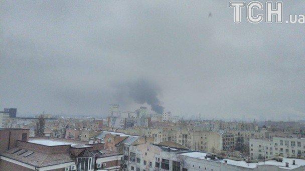 ВКиеве нанабережной загорелись склады. Масштабный пожар уже локализовали