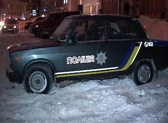 ВКиеве впомещении суда повредили окно, милиция отыскала между стеклопакетами пулю