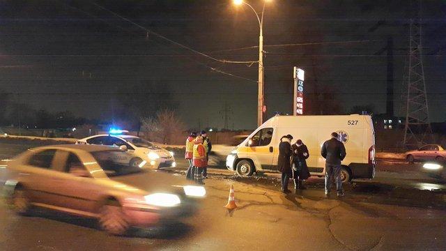 Кошмарная авария вКиеве: шофёр скончался напротяжении мин.