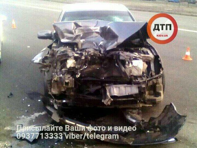 ВКиеве пьяные водители устроили гонку и стрельбу, авто врезалось вмаршрутку